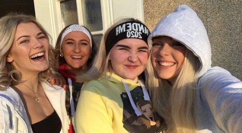 UHELDIGE: (f.v.) Rebekka Cecilie Gjertsen (18), Hedda Marie Stenrød (18), Ylva Soleim (19) og Karoline Ochman (18) er fire av ni jenter i russegruppen «Pandemi 2020». De kan være blant landets mest uheldige russejenter noen gang, og nå gjør navnet at noen i gruppen ikke vil bruke russeklærne sine.