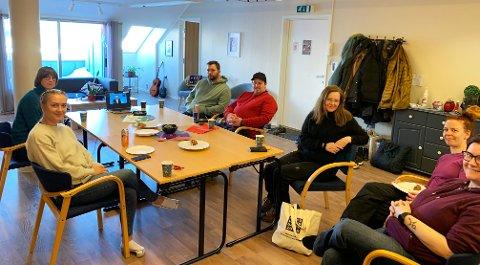 Fulgte spent med da rusreformen ble presentert. Fra venstre på bildet (øverst): Ida Gudding Johnsen, Jørgen Mindrum Hansen, Espen Akerborg, Anja Johansen, Linn-Christin Berg, Kitt-Anne Hansen og Sigrid Eide Jensen.