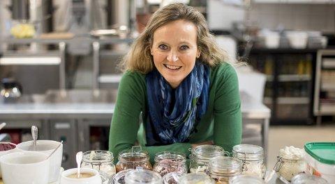 GRØNN: Mette Nygård Havre er godt i gang med å starte en folkebevegelse mot matsvinn. Hun har tatt permisjon fra jobben for å reise rundt og holde kurs og foredrag om temaet. Her er hun på                            kjøkkenet til Grand hotell Terminus, der hun holdt kurs for personalet. Nå er hun nominert til Årets Bergenser. FOTO: EIRIK HAGESÆTER