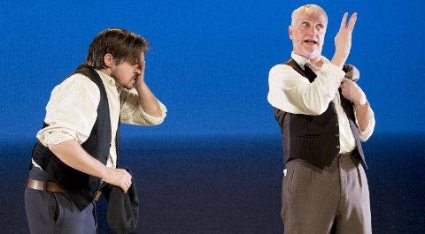 Anders Dale (til venstre) og Svein Harry Hauge har terpet rollebytte de siste ukene. Det irske stykket, som har premiere lørdag om en uke på Logen, er en tragikomedie med 18 roller fordelt på to skuespillere.