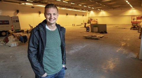 Erik Huseklepp ønsker å bli i Bergen, ogkan faktisk velge å gå ned to divisjoner fra fjorårets 1.-divisjonsspill. Han er sterkt ønsket i FK Fyllingsdalen, både som trener og spiller.