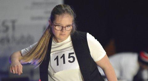 Tonje Christine Tynning driver med både fotball, basketball og dansing. Lørdag fremførte hun sin egen dans til trampeklapp fra over hundre tilskuere i Olsvikhallen.