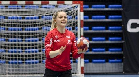Maren Gabrielsen har fått beskjeden hun hadde sluttet å tro på: Hun har fått praksisplass i Bergen! – Her har jeg en trener som tror på meg og et system jeg passer i. Det er ikke sikkert at jeg ville opplevd det samme i en ny klubb. Alt falt veldig på plass nå, sier en glad Gabrielsen.. Her fra trening i Fana Arena torsdag.