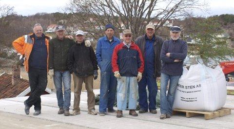 Fra venstre ser vi: Willy Møllberg, Jan Appelgren, Steinar Pettersen, Kenneth Baarstad, Leif Hansen, Tom Buskoven og Brottets far Jan Artnzen. (Foto: Privat)
