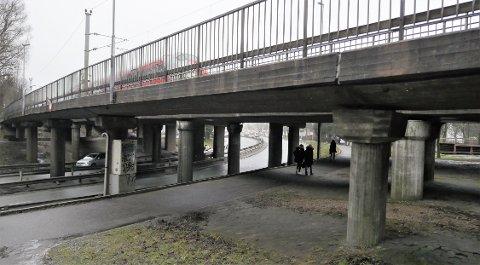 Bru med setningsskader: NGU peker på skader på bruene ved Steffensjordet. (Foto: Øivind Lågbu)