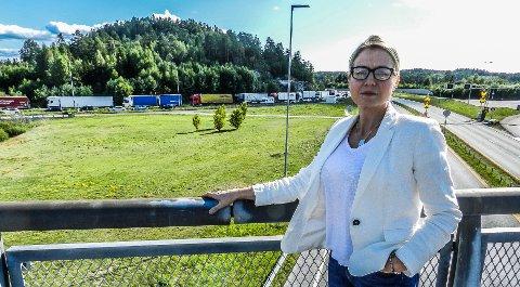 KØ; Fungerende ordfører Linn Laupsa karaketriserer situasjonen ute ved Svinesund som håpløs. Det kreves at noe gjøres fra Regjeringens side.