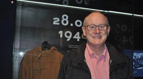 ANDRE GANG: Turist Richard Austen fra London synes krigsminnemuseet og de britiske soldaters gravsted er viktig å få med seg. Her foran britisk krigshistorie på museet i Narvik. Alle foto: Frida Brembo