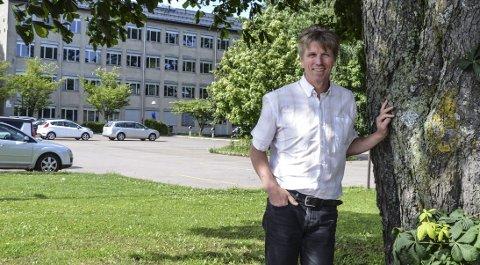 REVURDERE: Bygging av skole og idrettshall i Lystlunden får nå også politisk motstand. NMD og Svein-Erik Figved vil benytte Skippergata, blant annet for å spare verdifulle trær.FOTO: JAN BROMS