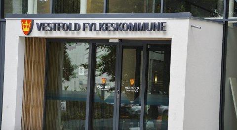 MANGE PENGER: Fylkespolitikerne har brukt mange penger på å bygge ut fylkeshuset i Tønsberg. Nå kan Vestfold innen kort tid bli strøket av kartet som eget fylke.