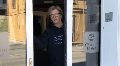 Hotelldirektør Marianne Haraldsen synes det var vondt å låse dørene.