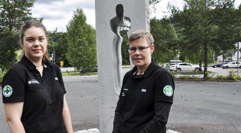 BLIR HJEMME: Anna Fjalestad og Wenche Holmen ønsker å holde seg unna Utøya denne gangen. Men de deltar trolig på den lokale markeringen ved minnesmerket på Roa.