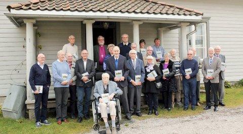 FORFATTERE: Her er de fleste forfatterne av årets Ida-bok samlet til treff på Gamle Prestebakke. Foto: Ulf Vidar Larsen.