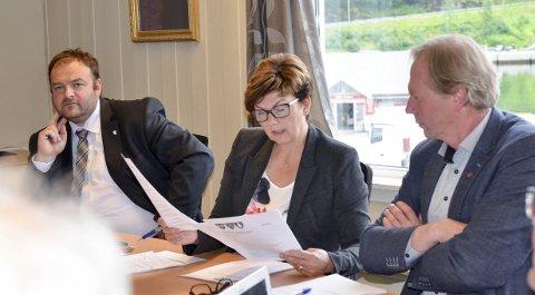 Politikartoppane: Ordførarane: Roald Aga Haug (Ap) i Odda (t.v.), Solfrid Borge (Sp) i Ullensvang og Jon Larsgard (Sp) i Jondal.