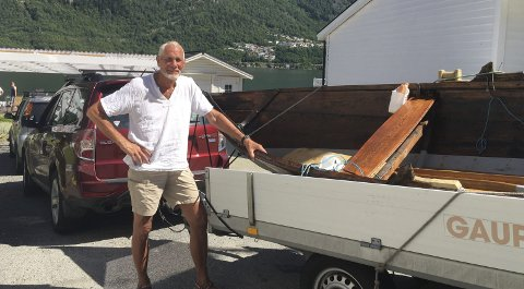 Fem dager på rotur: Ivar Gravdal rodde fra Mauranger til Odda, og «ringet inn» den nye kommunen som er på trappene. Nå er båten tilbake i Kvinnherad.Foto: Privat