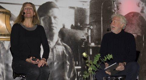 SAMTALE:  Åsne Seierstad har hatt internasjonal suksess med sine dokumentarbøker. Lørdag var hun på SILK i samtale med festivalfan Odd Karsten Tveit. Foto: Truls Horvei