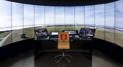 NY TEKNOLOGI: Slik vil trolig de fleste av Finnmarks flyplasser bli styrt i nær fremtid, fra et kontrollrom et helt annet sted i Norge. FOTO: Kongsberg Group
