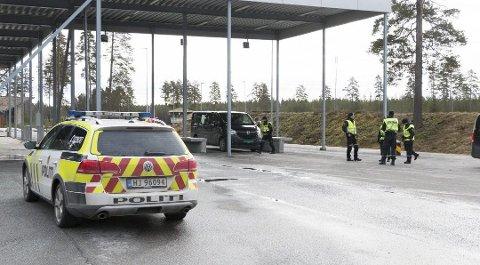 Magnor: Her er det kontroll, men mange overganger er ubemannet. Foto: Per Håkon Pettersen, Glåmdalen