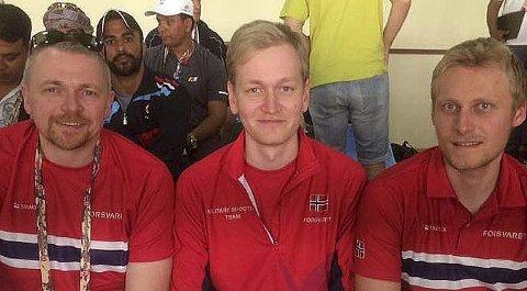 GULLGUTTER: Hans Kristian Wear (t.v.), Odd Arne Brekne og Kim-André Aannestad und tok gull i militært VM i Qatar.foto: privat