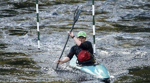 HJEMMEHÅP: Kongsberg padleklubbs Håvard Heggem skal delta i slalåm-NM i Kloppfoss. Han er kanskje best kjent som brettcrosskjører.foto: ole john Hostvedt