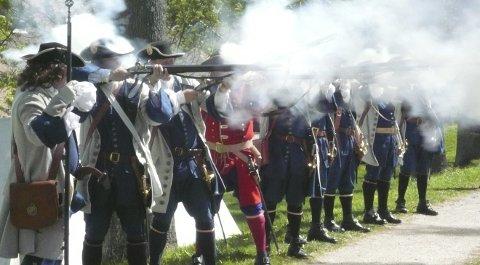 Lokal krigshistorie: Det blir parade med smell i Moss sentrum lørdag og byvandring fra Malakoff til Verket søndag i anledning Kampene på Moss i 1716.