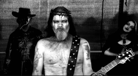DEATH METAL: Eilert Solstad (til venstre) og Anders Odden blir å se på scenen på samfunnshuset fredag kveld, når bandet Cadaver kommer til Namsos.