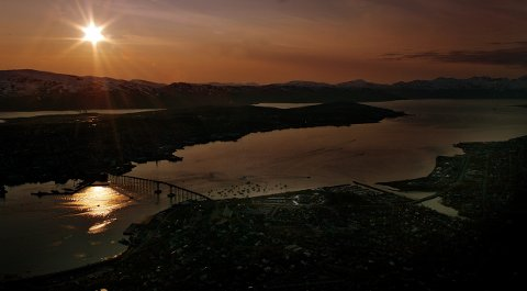 46664 ARCTIC      Kan det bli vakrere?  Mandela-konserten - 46664 Arctic på fyllinga i Tromsdalen  sommer - midnattssol