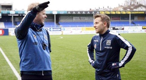ELITESERIEAKTUELL: Mathias Dahl Abelsen (t.h) trente mandag med Kristiansund BK på Kristiansund stadion. Trener Christian Michelsen (t.v) likte det han så av den vesle midtbaneteknikeren, men det er for tidlig å si om 24-åringen får tilbud om kontrakt.