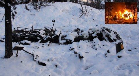 UTBRENT: Her ligger restene av beltevognen etter brannen i Setermoen skytefelt onsdag kveld.