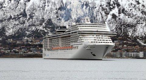 STØRST: MSC Preziosa er årets største cruiseskip med snaut 4000 passasjerer. Skipet ankommer Tromsø fem ganger i år. Foto: Ragnhild Gustad