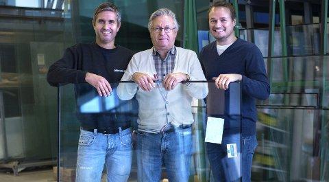70 år med glass: Rune, Jan Erik og Simen Sagstuen har alle funnet seg vel til rette i familiebedriften Thorolf og Egil Sagstuen startet opp i 1946.Foto: Asbjørn Risbakken