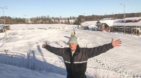 Magnus Aas er stolt av det Østre Toten Skilag har fått til i Karidalen; et fullverdigski- og skiskytterstadion.