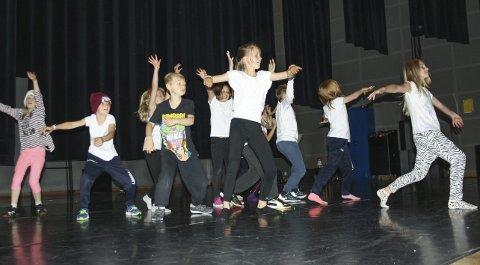 PÅ IGJEN: Oppegård kulturskole inviterer også i år til sommerkurs i Kolben. Bildet er fra fjorårets oppvisning ved Hiphopgruppen.