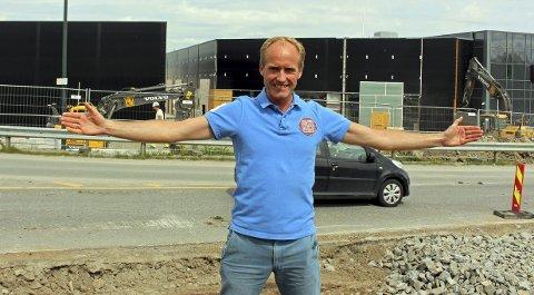 NY OUTLET: Daglig leder Einar Sørland ved Norwegian Outlet gleder seg til å kunne ønske de handlende velkommen til «nye» Norwegian Outlet. Senteret er nå bygd ut, slik at det er plass til ytterligere 15 butikker.