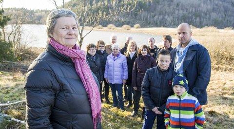 NYE KLAGER: Else Aasrum (t.v.) og de andre naboene på Åsrum har sendt to nye klager til kommunen angående støy fra både nåværende og planlagt utvidet skytebane. I tillegg har saken fått en uventet utvikling,  da grunneier nå også stiller spørsmål ved forurensning knyttet til anlegget.