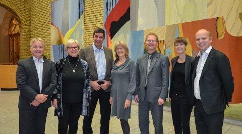 VIL HJELPE: Hedmarksrepresnetantene på Stortinget vil hjelpe Elverum når de kommer til Oslo for å kjempe om vegkronene. Fra venstre:  Knut Storberget (Ap), Tone Sønsterud (Ap), Gunnar A. Gundersen (H), Karin Andersen (SV), Tor André Johnsen (Frp), Anette Trettebergstuen (Ap) og Trygve Slagsvold Vedum (Sp)