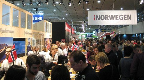 POPULÆR STAND: Det norske innslaget på matmessen Grüne Woche i Berlin er alltid populært. Også i 2019 blir det flere deltakere fra Hedmark på Norges stand. (Foto: Bjørn-Frode Løvlund)