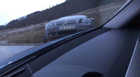 STJÅLET: Denne bilen ble stjålet på Tingnes natt til søndag i forrige uke, får RB opplyst. Få kilometer unna endte kjøreturen i grøfta.