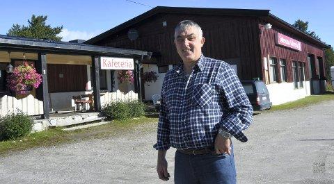 TIL SALGS: Kjetil Magne Haugen har drevet Sølenstua kafeteria siden 2005. Nå selger han livsverket. Selv håper han at noen unge med stor arbeidskapasitet kan ta over. Arkivfoto: Jan Kristoffersen