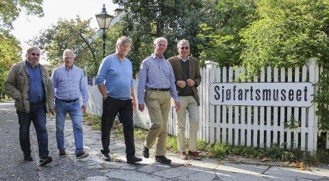 MØTE I TOLLBUGATA: F.v. Lars Petter Ose, Einar Eikemo, Haavard Gjestland, Bjørn Pedersen og Aasmund Beier-Fangen på fotoshoot.