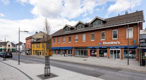 Morten Kvelland og Privatmegleren har lagt ut Storgata 106 for salg. De skal ha 28 millioner for den i utgangspunktet. Det er R8 som selger bygården.
