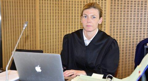 I RETTEN: Statsadvokat Jorild Steindal la ned påstand om fengsel i tre år og ti måneder for mannen. Foto: Hugo Charles Hansen