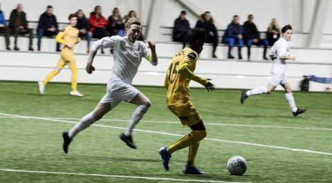SJEF: Niklas Bakksjø og Rana FK må vente før de får spilt første kamp på Sagbakken .Foto: Trond Isaksen