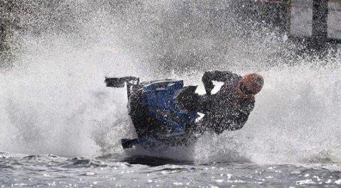 SCOOTER PÅ VANN: Bleikvassli scooterteam er i gang med planleggingen av et Watercross-arrangement. Den 17. august skal det kjøres på vann med snøscooter i Bleikvasslia.