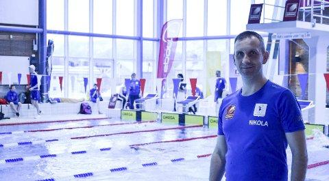Nikola Ivkovic sin inntreden som hovedtrener i Rana Svømmeklubb høster bare superlativer i miljøet. Foto: Peter Wright