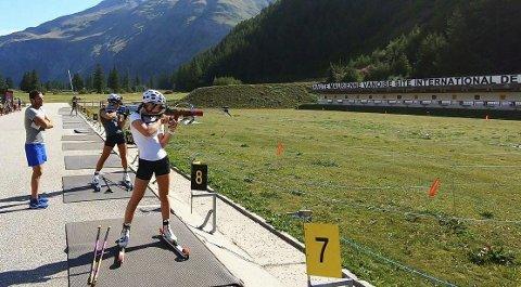 Emilie Å. Kalkenberg og de norske skiskytterne har en litt spesiell treningshverdag etter koronautbruddet. Samtidig føler skonsengløperen klar framgang i treningen.