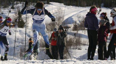 I løpet av et år har to lokale skiskyttere med navnet Gjesbakk lagt opp. Først Fredrik og nå Sondre. Mens Fredrik måtte ta et veivalg rent privat og sportslig, er det sykdom som stopper Sondre - bare 19 år gammel.