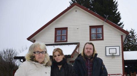 ØNSKER SVAR: Familien Johansen med Selma, Hege Jeanette og Patrick i Gjerluvegen 43 i Nydal er lei av uvissheten.