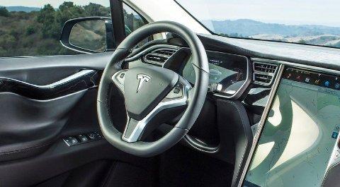 Potensiell fare for problemer med servostyringen gjør at Tesla nå tilbakekaller sin Model X.