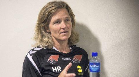 GÅR FOR GULL: LSK Kvinner-trener Hege Riise legger ikke skjul på at laget hennes går for nok et gull. Foto: Andreas Lekang