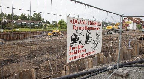 SNART KLART: Grunnarbeidene hvor de to første byggene skal stå er i stor grad ferdige, men utbygger er uenig i byggesaksgebyret fra Hurum kommune.